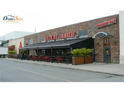Interview with a restaurant Owner: Increasing Summer Revenues With a Terrace Awning